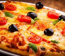 Wallpaper de Pizza con aceitunas y tomate